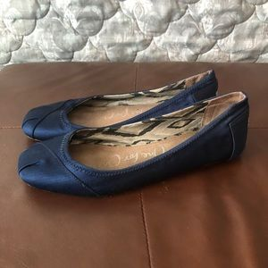 Toms Navy Flats Size 9